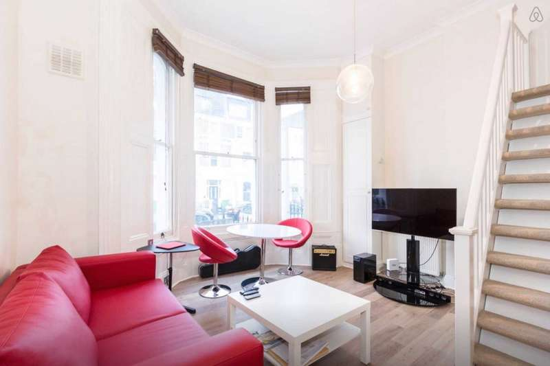 Flat for sale in Sinclair Gardens, London