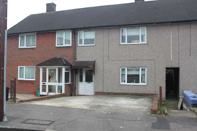3 Bedrooms Semi Detached House for sale in Burrow Green, Chigwell