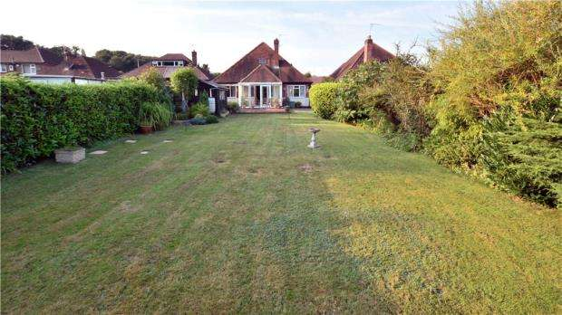 3 Bedrooms Detached Bungalow for sale in Tilehouse Way, Denham, Uxbridge