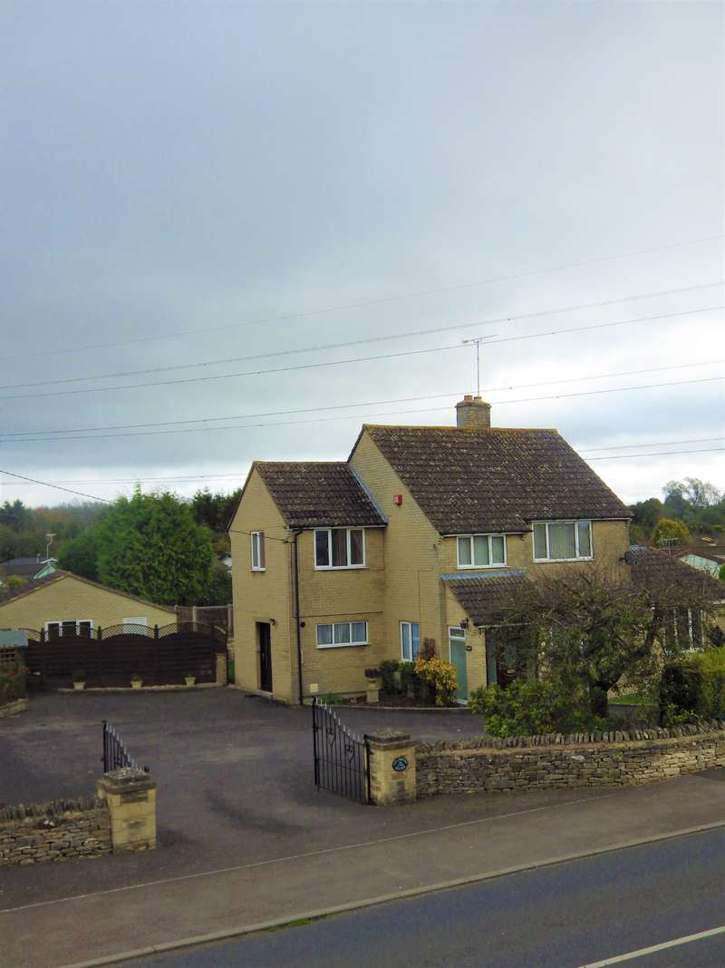 4 Bedrooms Detached House for sale in Siddington Road, Cirencester