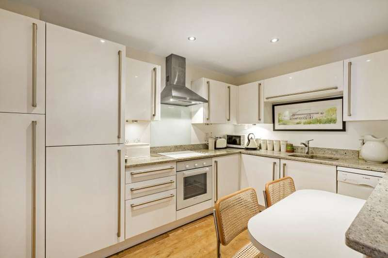 2 Bedrooms Flat for sale in Amelia House, Strand Drive