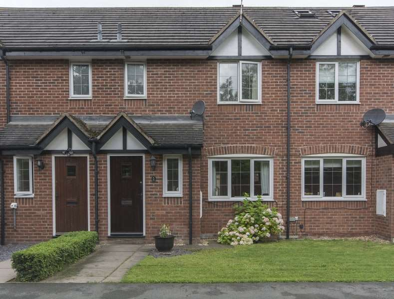 3 Bedrooms Terraced House for sale in Old Chester Court, Nantwich, Cheshire, CW5