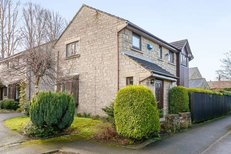4 Bedrooms Detached House for sale in Howard Way, Holmfirth, West Yorkshire HD9 4NW