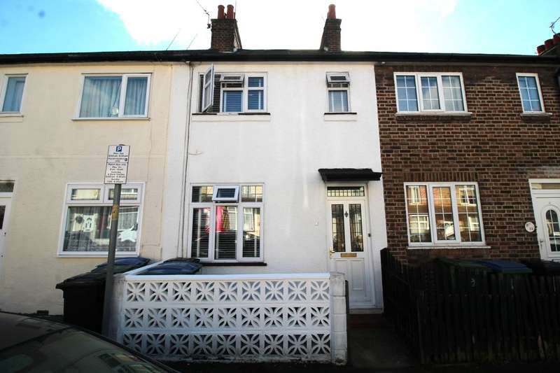 2 Bedrooms Property for sale in Benskin Road, Watford, WD18