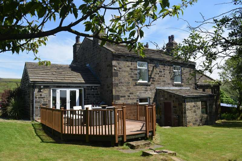 5 Bedrooms Detached House for sale in Knoll Top Farm, Todmorden, OL14