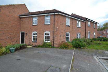 2 Bedrooms Flat for sale in Clarendon Close, Corby, Northamptonshire