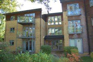 2 Bedrooms Flat for sale in Optima Court, 399 Brighton Road, Coulsdon, Surrey