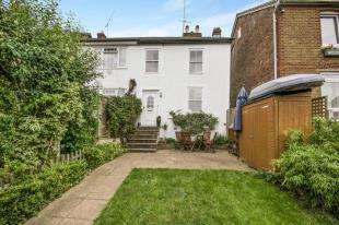 3 Bedrooms Semi Detached House for sale in Kings Avenue, Redhill, Surrey