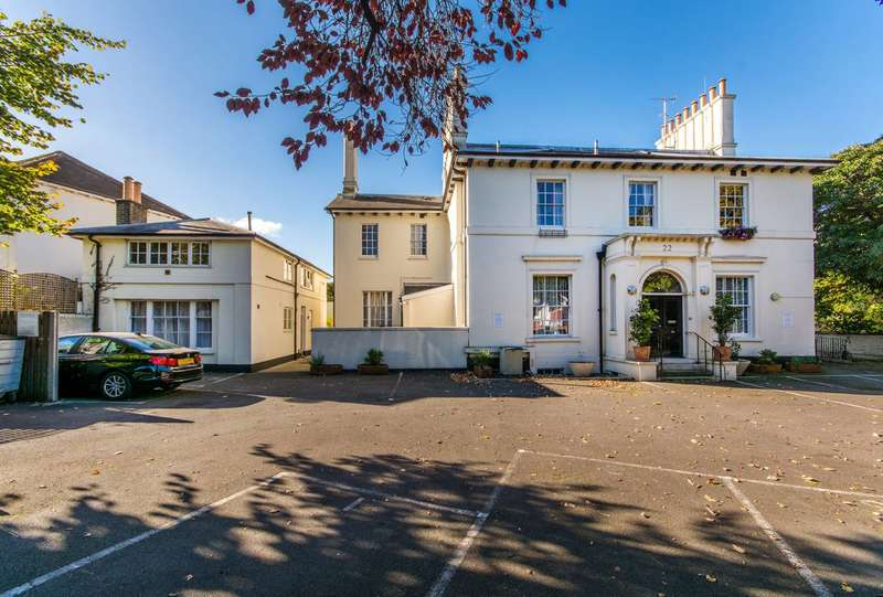 2 Bedrooms Flat for sale in Leigham Court Road, Streatham Hill, SW16