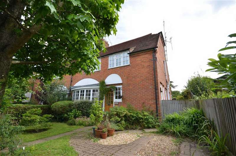 4 Bedrooms Semi Detached House for sale in Weydon Hill Road, Farnham