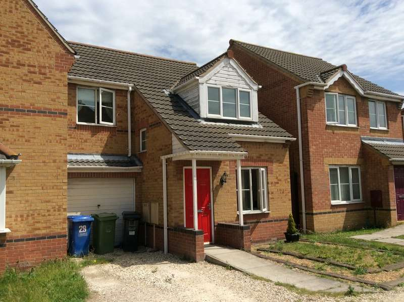 3 Bedrooms Semi Detached House for sale in Bowling Green Road, Gainsborough, Lincs DN21