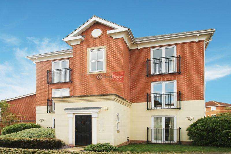 3 Bedrooms Apartment Flat for sale in St Marys Island, Chatham
