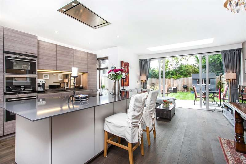4 Bedrooms Detached House for sale in Parkwood Place, Winchester, Hampshire, SO22