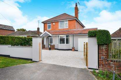 3 Bedrooms Detached House for sale in Station Road, Clipstone Village, Mansfield, Nottinghamshire