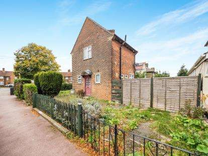 3 Bedrooms Semi Detached House for sale in Dagenham, Essex, Uk