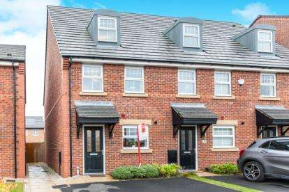 3 Bedrooms Semi Detached House for sale in Felthouse Drive, Leigh, Greater Manchester
