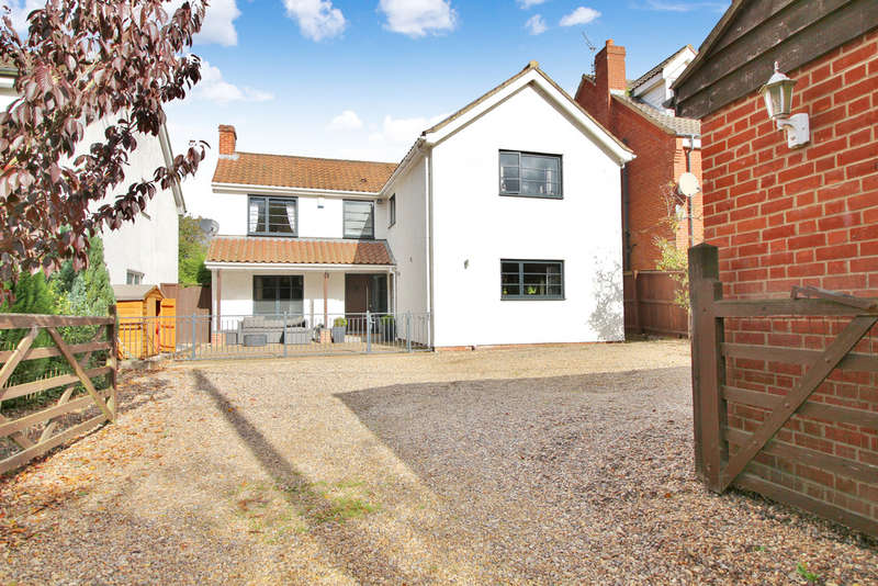 4 Bedrooms Detached House for sale in Middle Road, Great Plumstead, Norwich