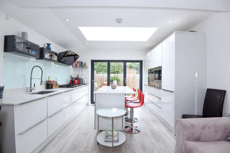 3 Bedrooms Maisonette Flat for sale in Willow Road, Ealing