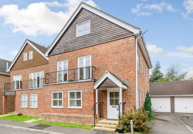 5 Bedrooms Detached House for sale in Cobham