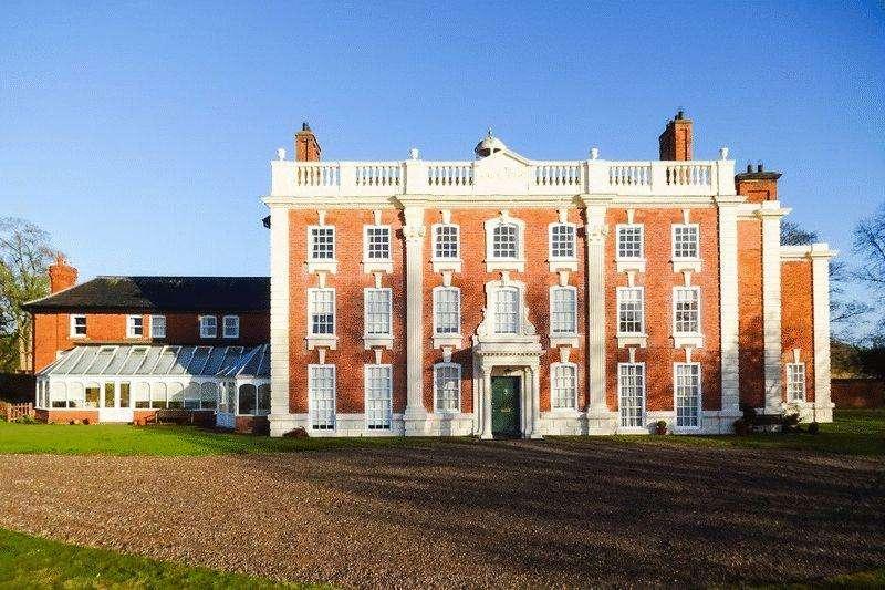 3 Bedrooms Apartment Flat for sale in Cross Lanes, Wrexham