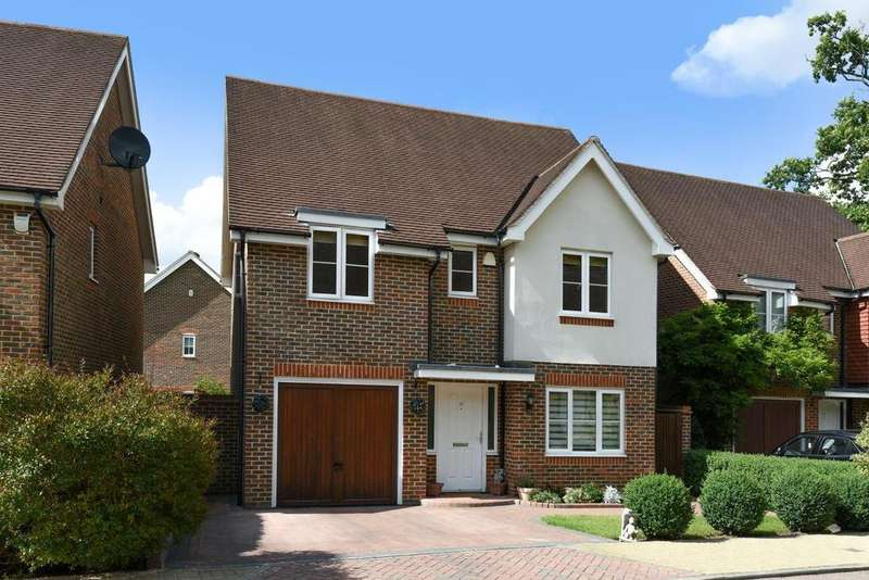 4 Bedrooms Detached House for sale in Cheyne Park Drive, West Wickham
