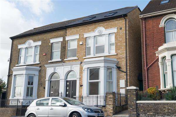 4 Bedrooms Semi Detached House for sale in Jersey Road, Strood, Rochester