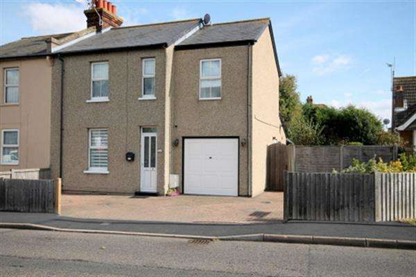 3 Bedrooms House for sale in London Road, Great Clacton