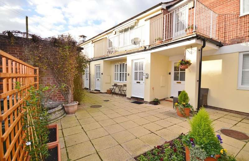 2 Bedrooms Ground Flat for sale in South Street, Manningtree