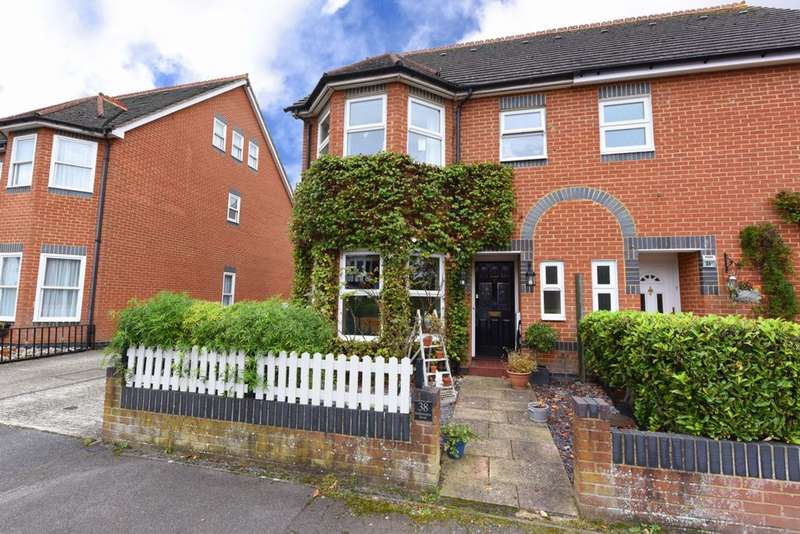 4 Bedrooms Semi Detached House for sale in Southampton Street, Farnborough, GU14