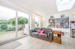 4 Bedrooms Semi Detached House for sale in Linnell Road, Redhill, Surrey