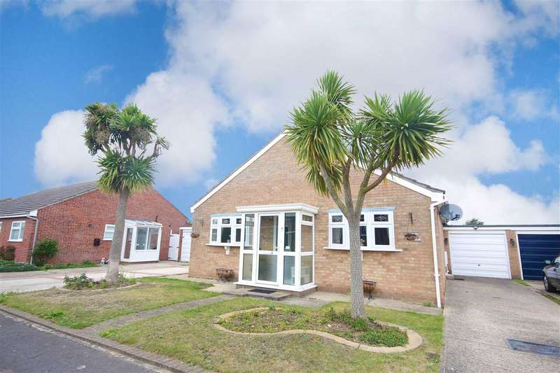 3 Bedrooms Bungalow for sale in Blyford Road, Clacton-On-Sea