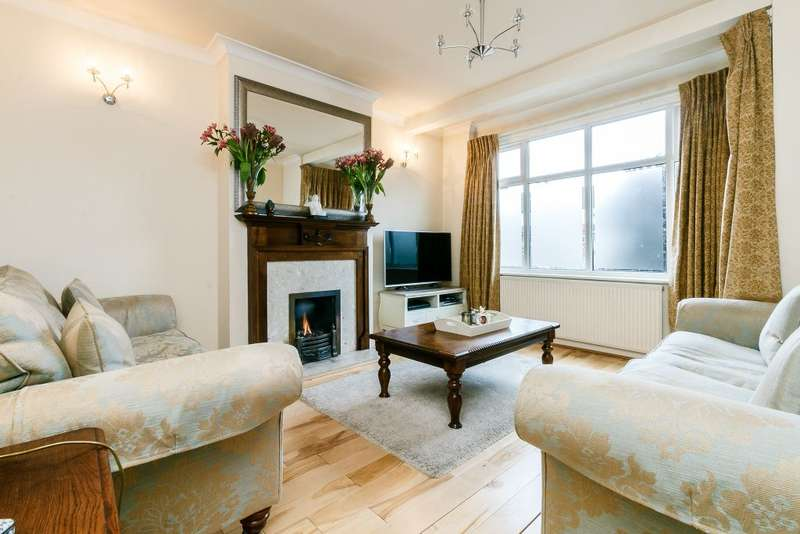 4 Bedrooms Terraced House for sale in Crossway, London, Surrey, SW20 9JA