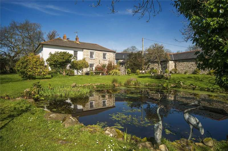 5 Bedrooms House for sale in Georgian farmhouse with 2 cottages