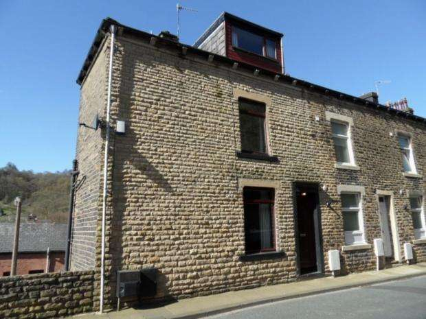 3 Bedrooms End Of Terrace House for sale in Hollins Road Calderdale