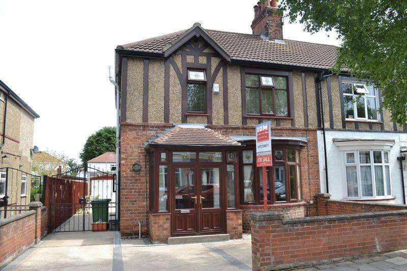 3 Bedrooms Semi Detached House for sale in St Hildas Avenue, Grimsby