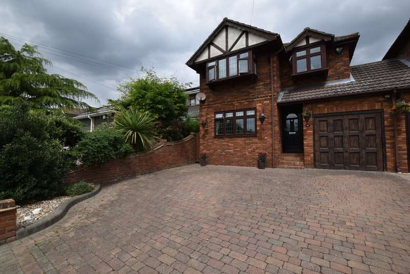 4 Bedrooms Detached House for sale in kimberley road, south benfleet, Essex, SS7