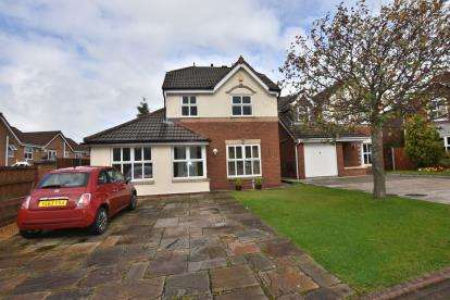 3 Bedrooms Detached House for sale in Bishopdale Close, Feniscowles, Blackburn, Lancashire