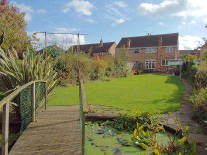 3 Bedrooms Semi Detached House for sale in Heacham Drive, Leicester, Leicestershire