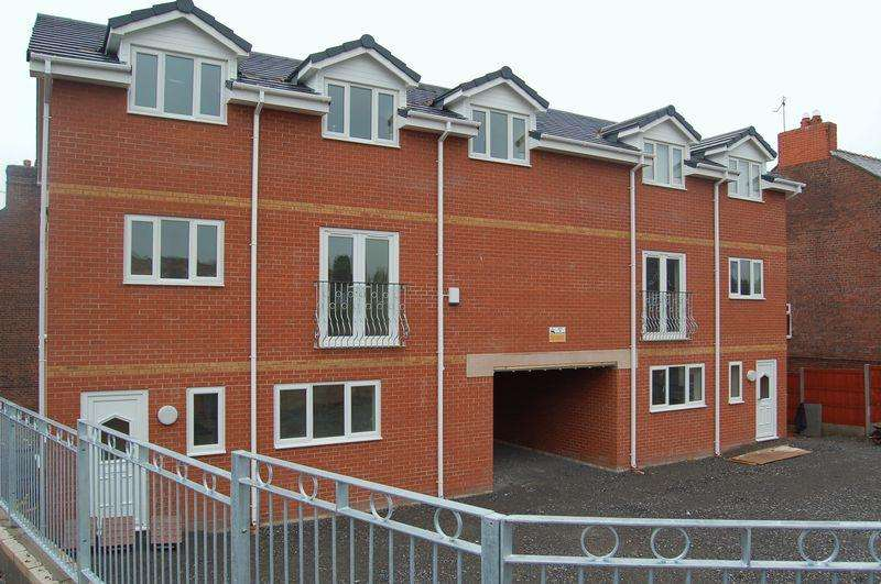 2 Bedrooms Apartment Flat for sale in Windsor Court, Wrexham