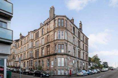 3 Bedrooms Flat for sale in Crow Road, Partick