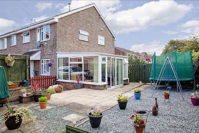 1 Bedroom Detached House for sale in 15 Fieldside Garth, Hull HU6 7YE. Fantastic one bed  detached close to Kingswood.