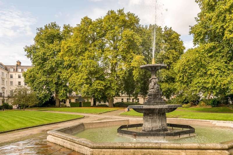 3 Bedrooms Flat for sale in Drummond Gate, Pimlico, SW1V