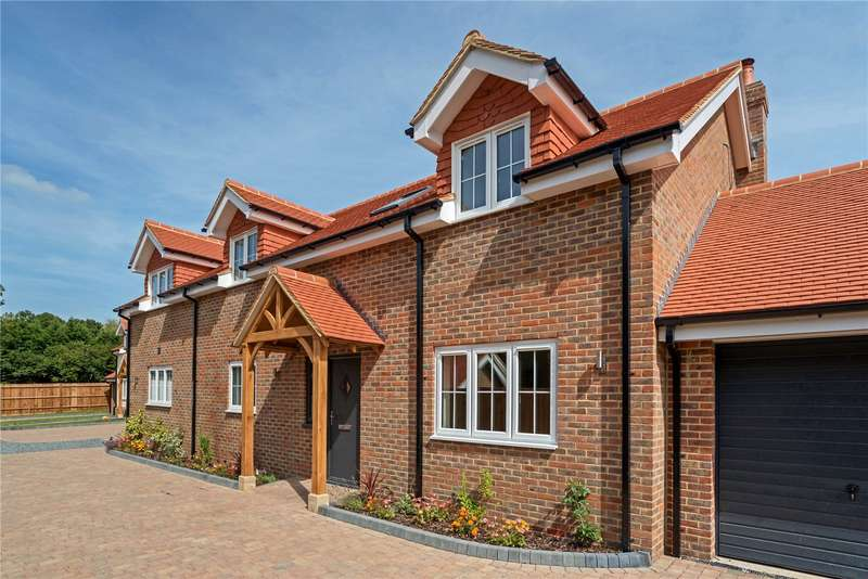 4 Bedrooms Detached House for sale in Highfields, Brighton Road, Warninglid, Haywards Heath, RH17