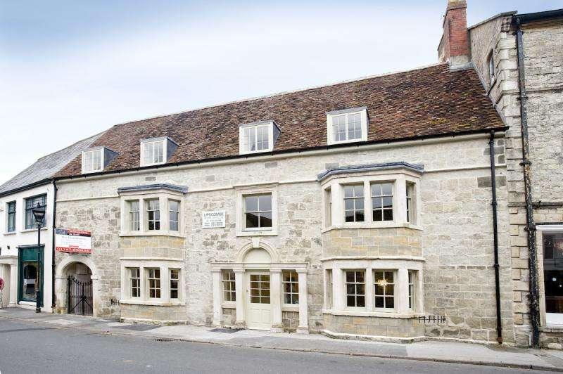 Apartment Flat for sale in The Square, Mere, Warminster, Wiltshire, BA12