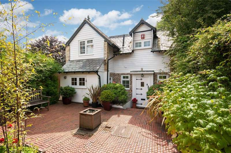3 Bedrooms Detached House for sale in Knoll Road, Dorking, Surrey, RH4