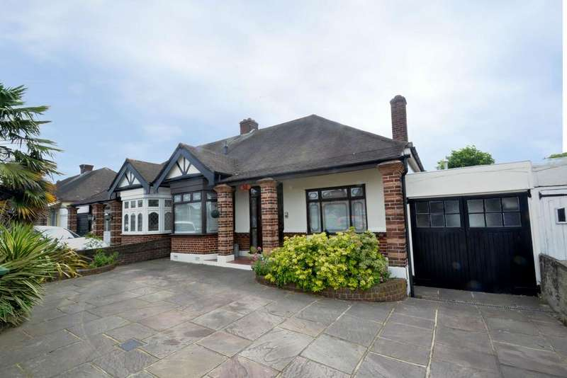 2 Bedrooms Semi Detached Bungalow for sale in Eastern Avenue East, Romford