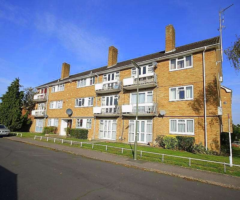1 Bedroom Flat for sale in Kennedy Court, Poplar Road, Ashford, TW15