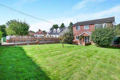 5 Bedrooms Detached House for sale in Wicklewood, Wymondham, Norfolk