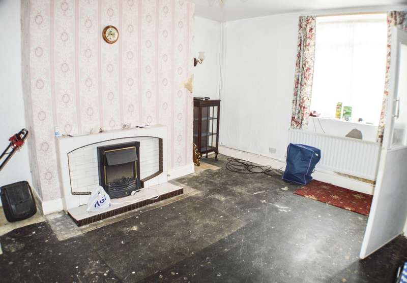 2 Bedrooms Terraced House for sale in Crawcrook Houses, Crawcrook, NE40