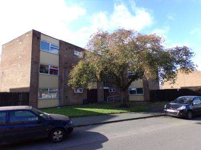 2 Bedrooms Flat for sale in Mossley Lane, Walsall, West Midlands